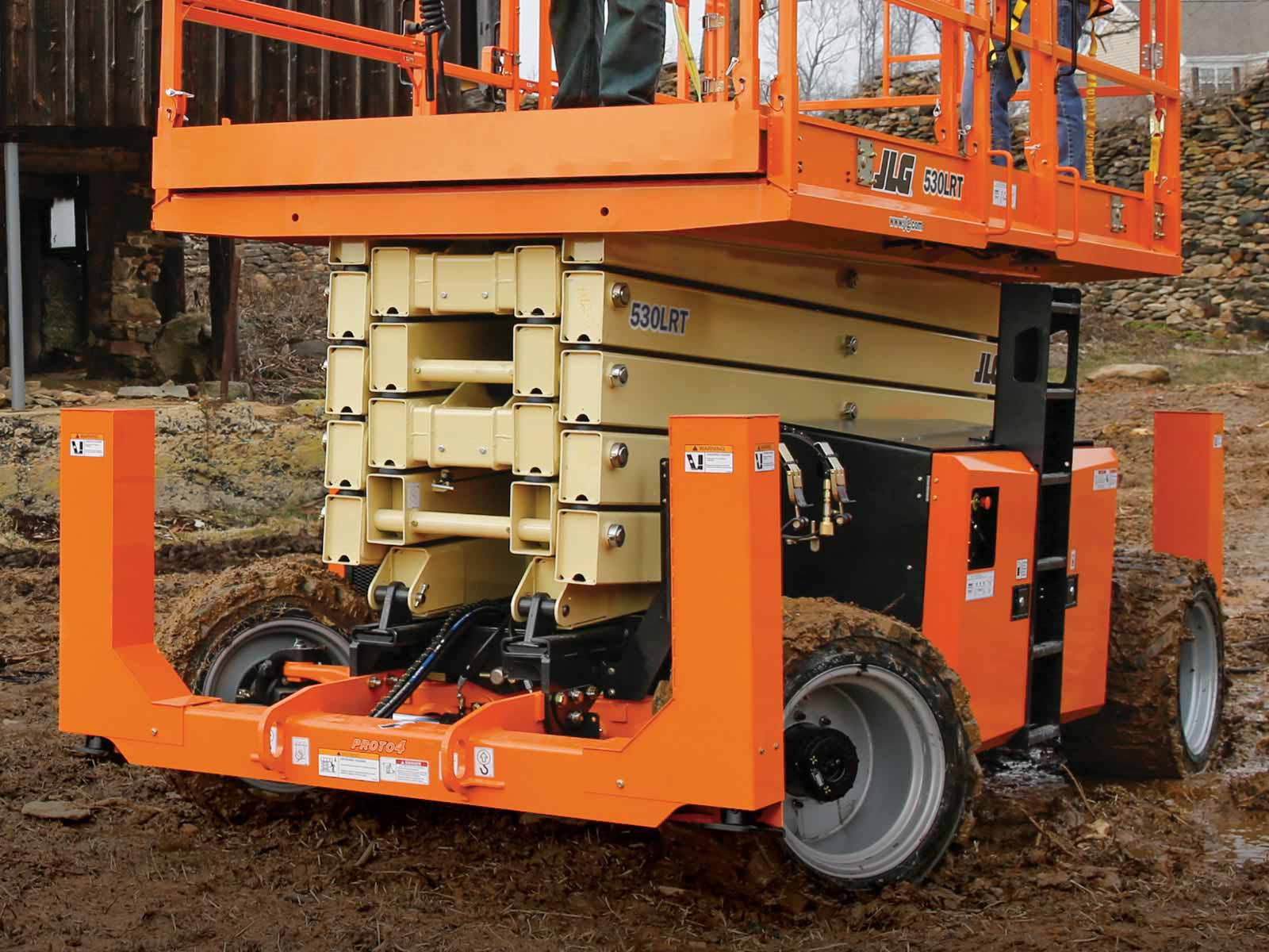 JLG-530LRT-outriggers-4WD