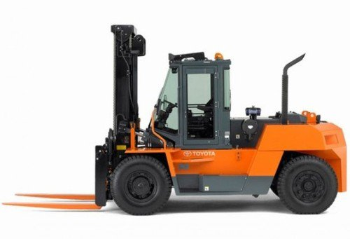 36,000 lb diesel-powered vertical mast forklift